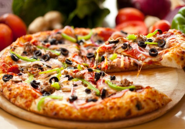 Pizza with olives and peppers - route planning software for the food and drink industry